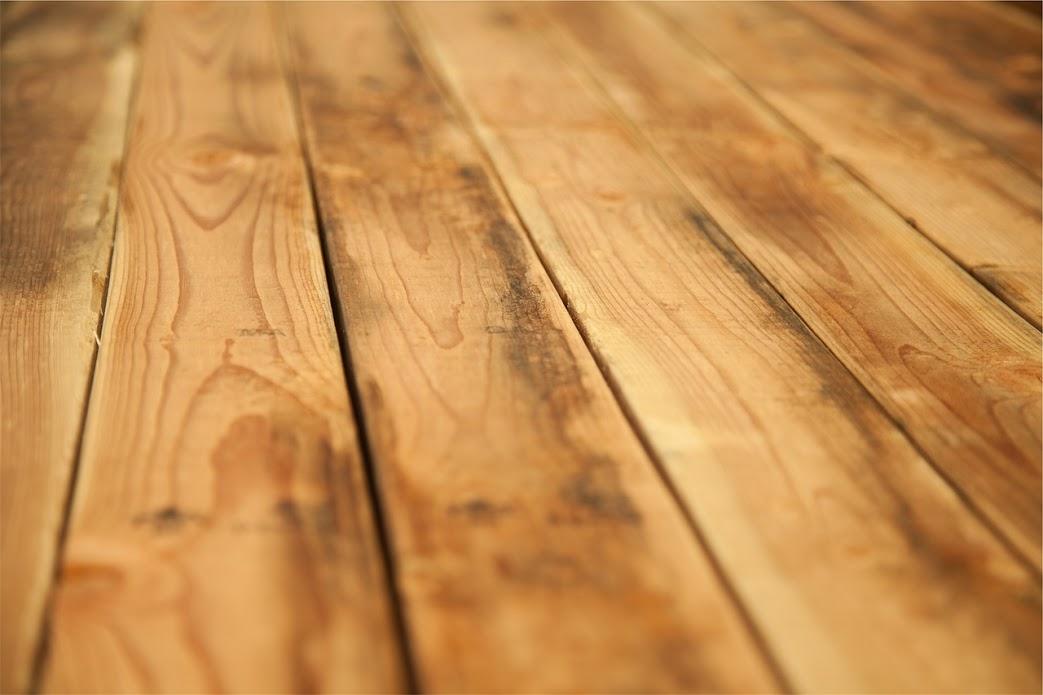 Nowa praca przy montażu podłóg drewnianych