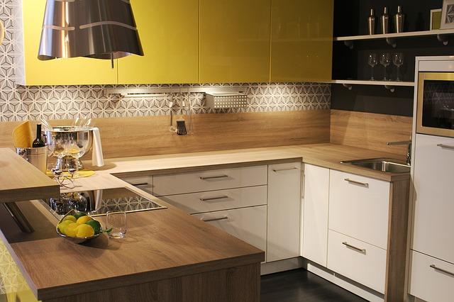 Czy warto zatrudnić projektanta wnętrz do aranżacji kuchni na wymiar?